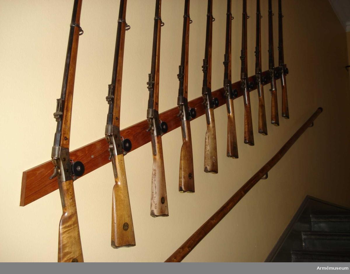 Samhörande gåva: 26300-27299, gevär.Gevär m/1867-89. 8 mm.Grupp E II f.DEP  1948-12-10.Angående dep. se AM 26300.