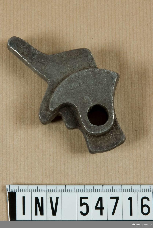 Grupp E VIII. Stadium 4 i tillverkningsordningen. Gevärsdel till 1867 års gevär m/1867, en av c:a 400 delar.