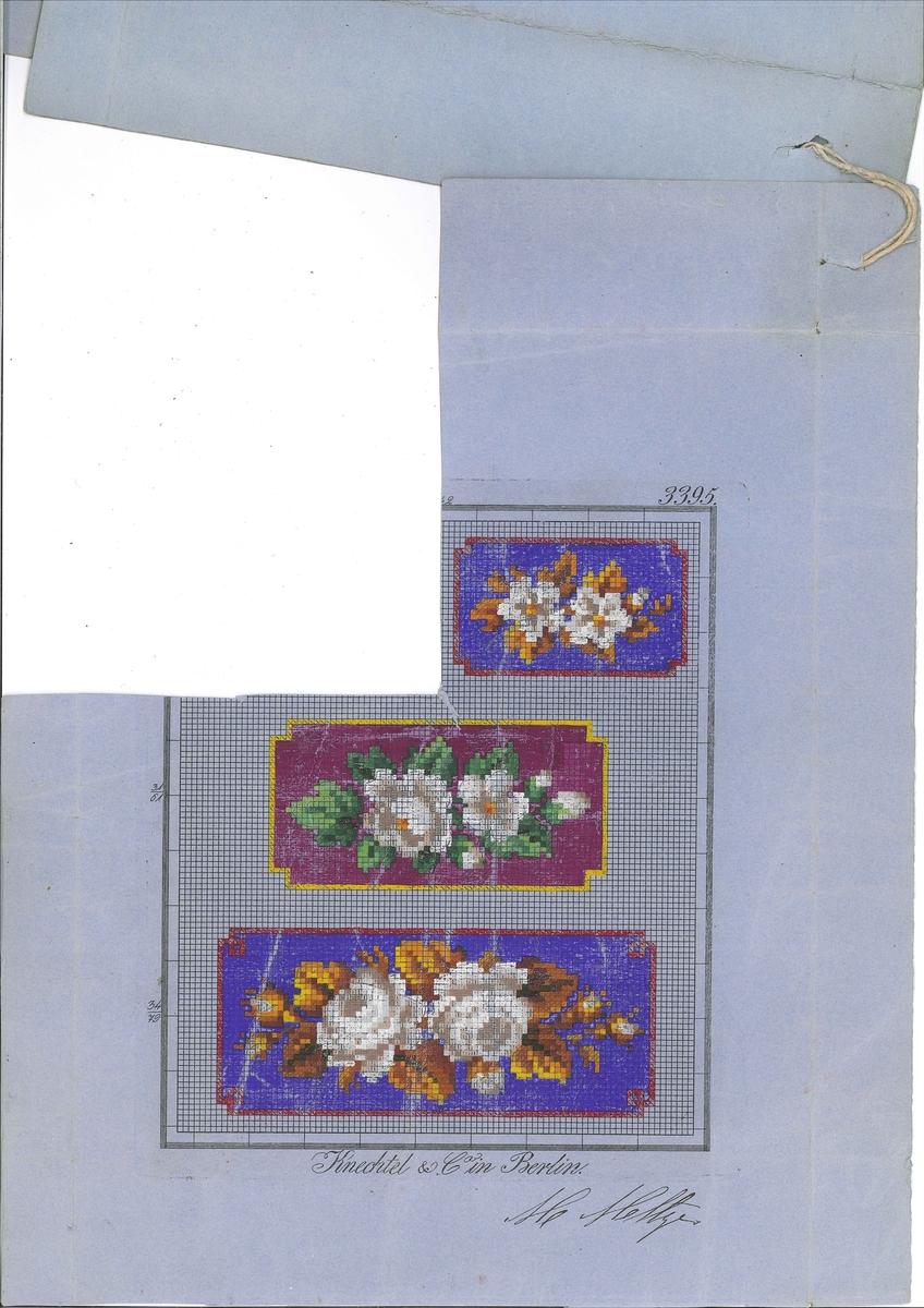 Broderimønster-ark. Motiv er tre ulike blomebordar. Rutemønster teikna opp med svart blekk på blågrå, tynn papp og motiv måla på med akvarellmåling. Der målinga er gjennomskineleg eller avflassa, kan ein sjå at det er teikna på symbol for fargane med blekk i kvar rute under akvarellmålinga.