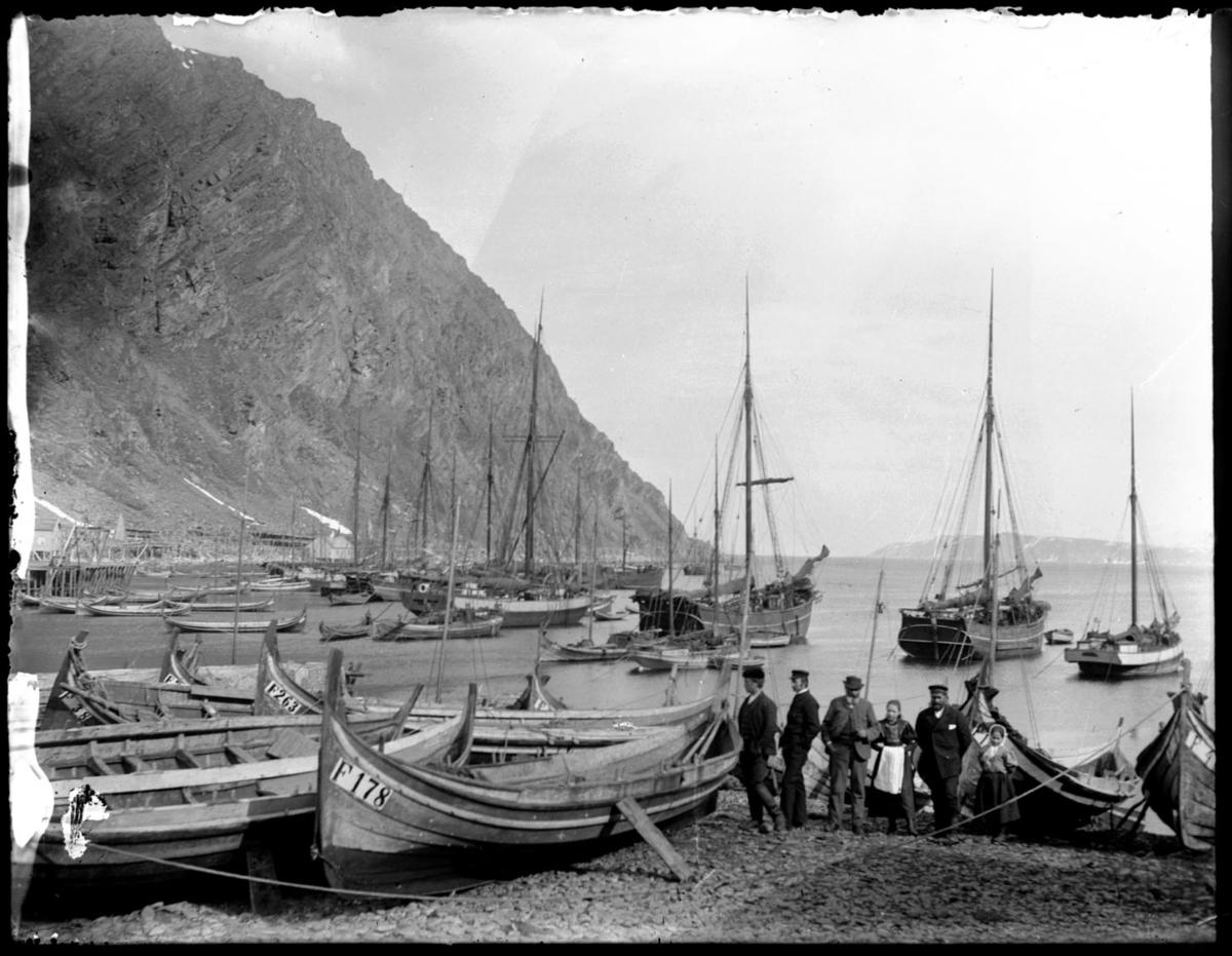 Båter dratt opp i fjæra i Finnkongkeila