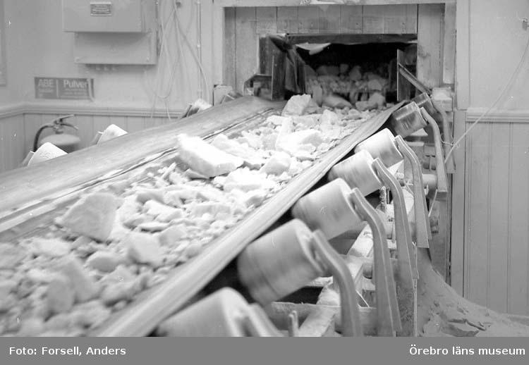 Björka mineral, i Lillkyrka socken. Björka mineral är en gruva som bryter dolmitmarmor.Fabrik. Transportband marmorkross.