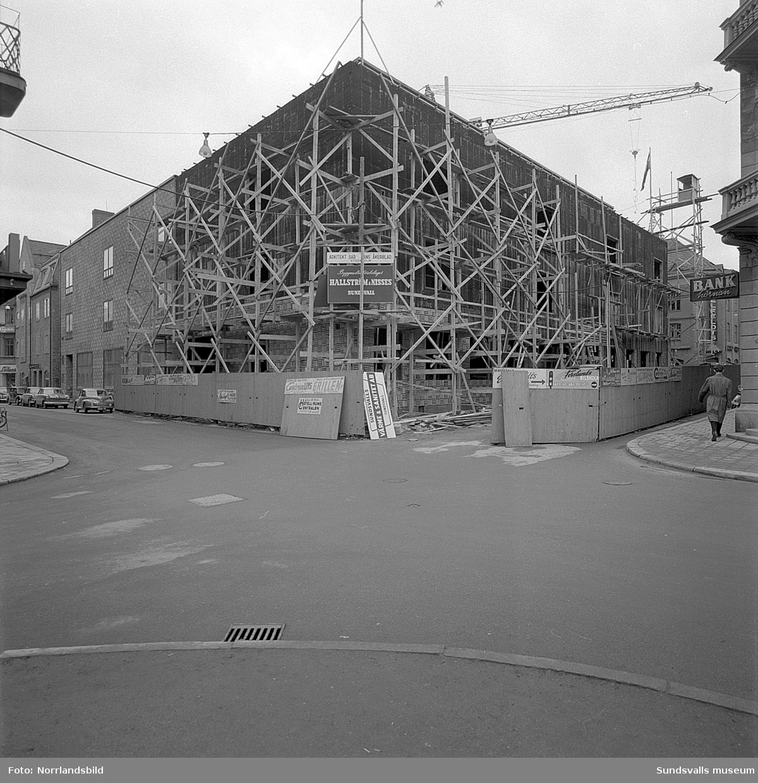 Bygget av Televerkets nya hus vid Kyrkogatan-Bankgatan-Rådhusgatan.