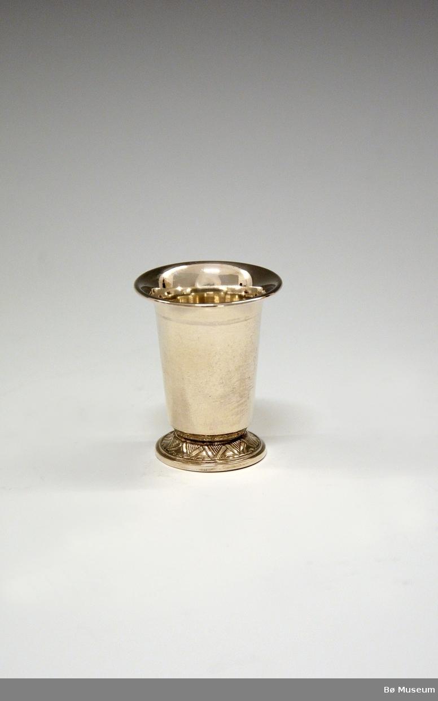 Sølvpokal, liten, uten innskrift. Stempel: 830 S (merke: Th. Marthinsen, Tønsberg)