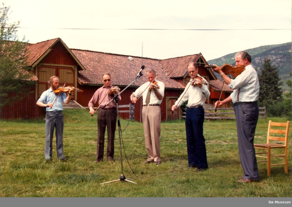 Spelemannslaget Bøheringen på Evju bygdetun 1983