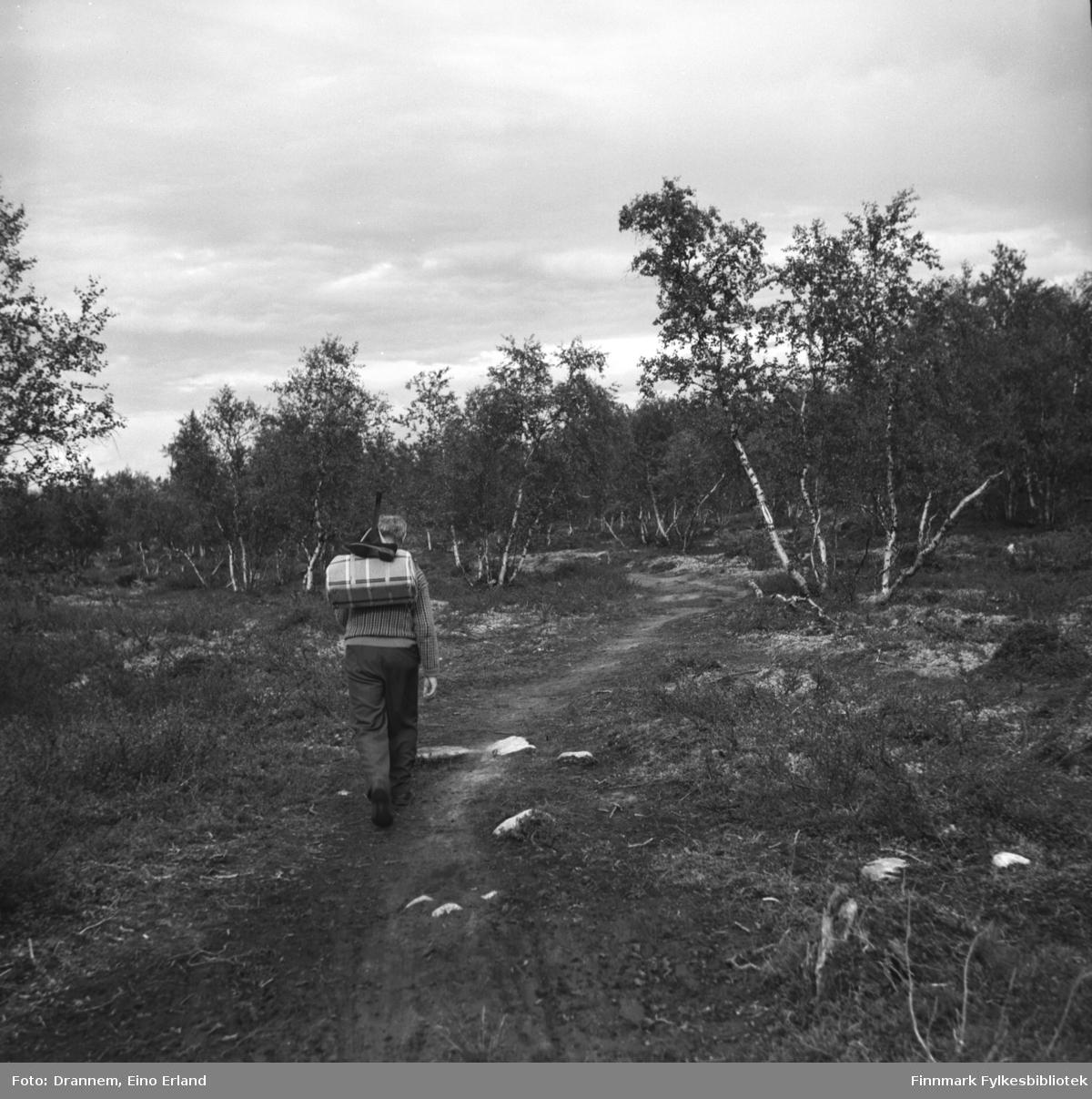 Søren Gabrielsen fotografert på tur i skogen.