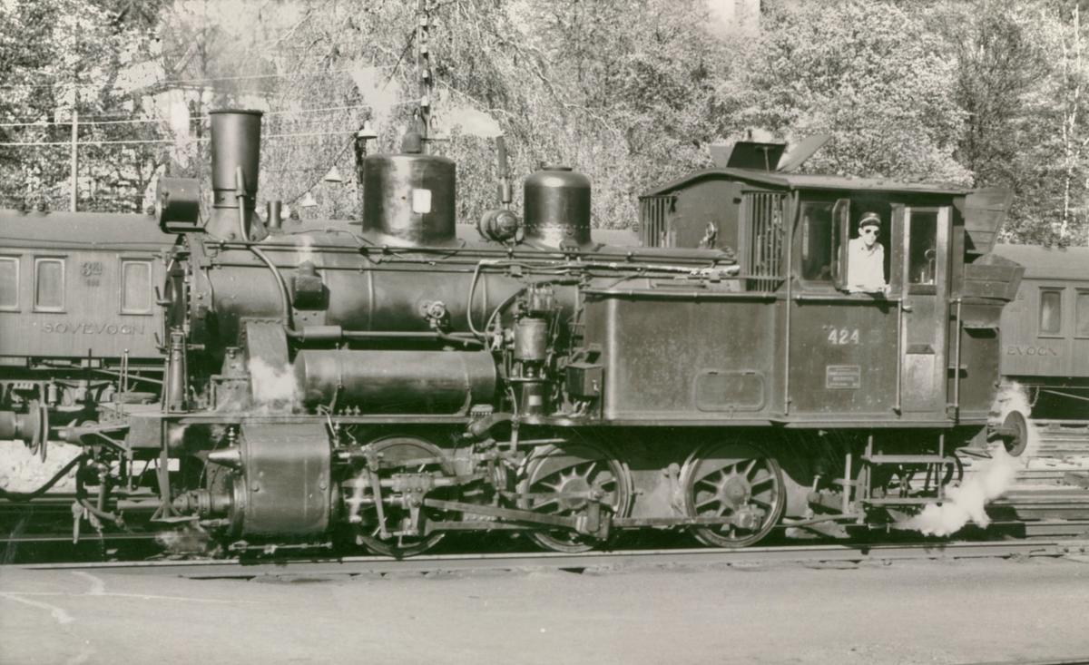 Damplokomotiv 25d 424 i skiftetjeneste på Bergen stasjon
