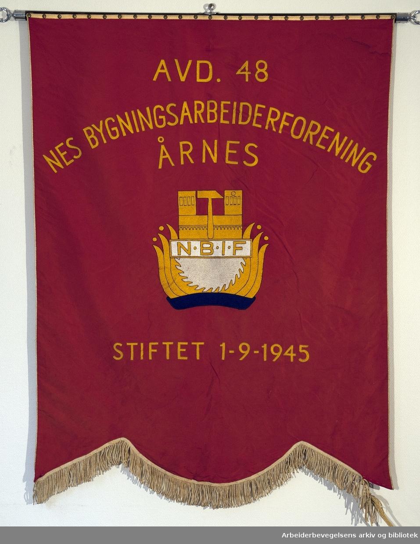 Nes bygningsarbeiderforening .Stiftet 1. september 1945..Forside..Fanetekst: Avd. 48 Nes Bygningsarbeiderforening Årnes.Stiftet 1. september 1945