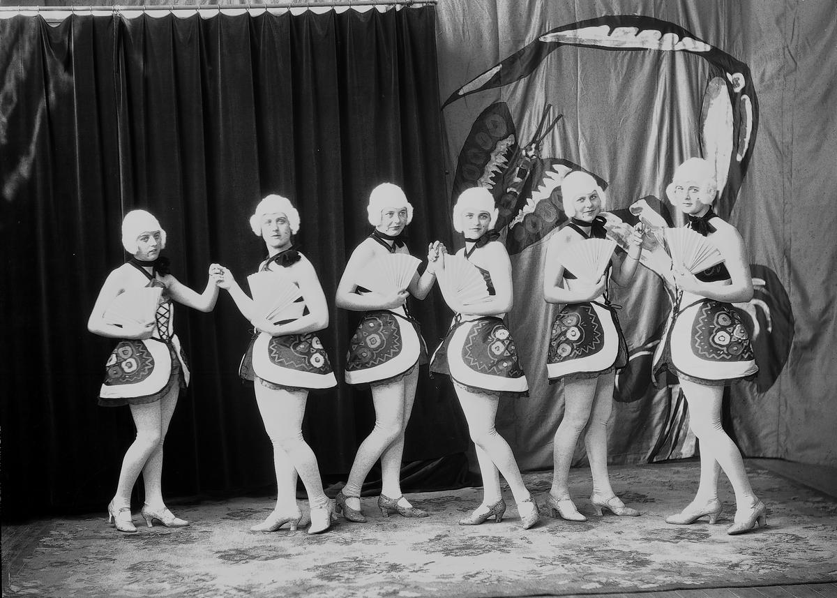 """Godtemplarträdgården eller Sommarteatern  Gefle Godtemplares byggnadsförening hyrde trädgården där man också drev kaffeservering. Där började folkdanslaget """"Lekstugan"""" spela revyer och uppföra folklustspel."""