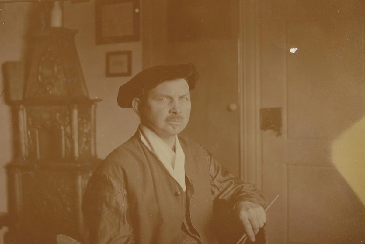 Otto Valstads selvportrett i Tillas stue