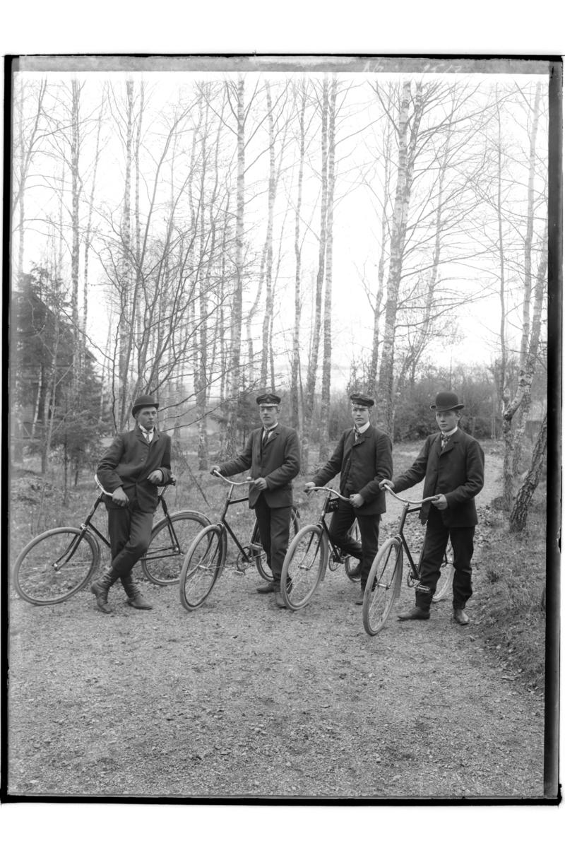 4 cyklister.Hj. Mellström
