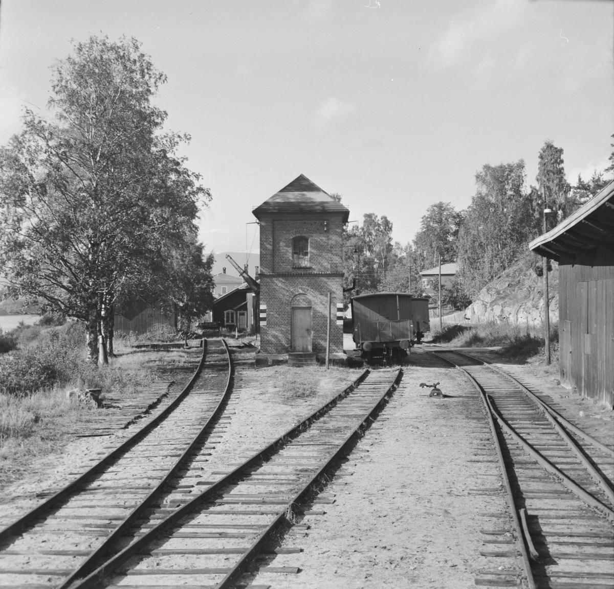 Utsikt mot Krøderen stasjon fra siste vogn i A/L Hølandsbanens veterantog.