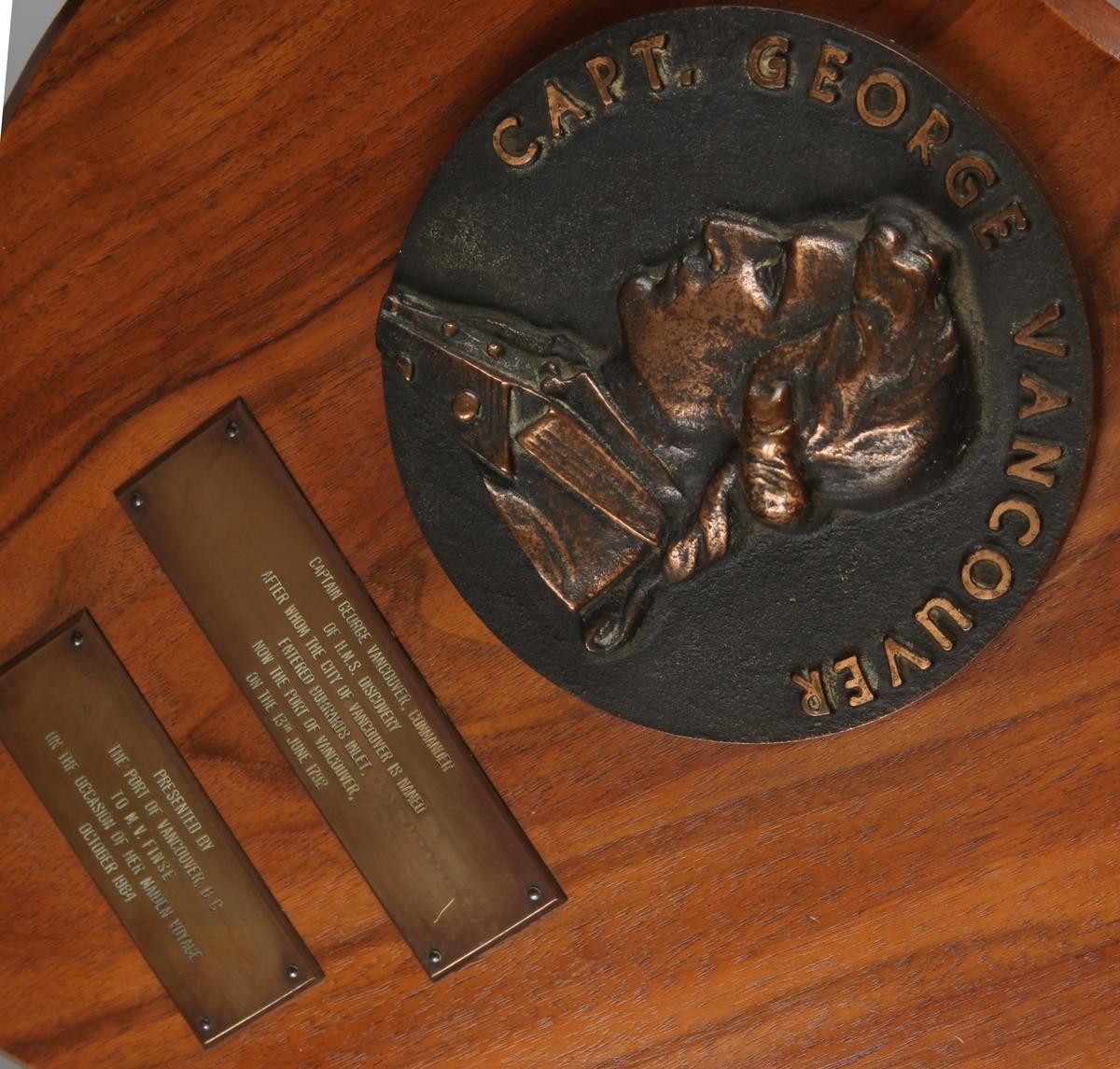 Plakett med relieff av capt. George Vancouver.