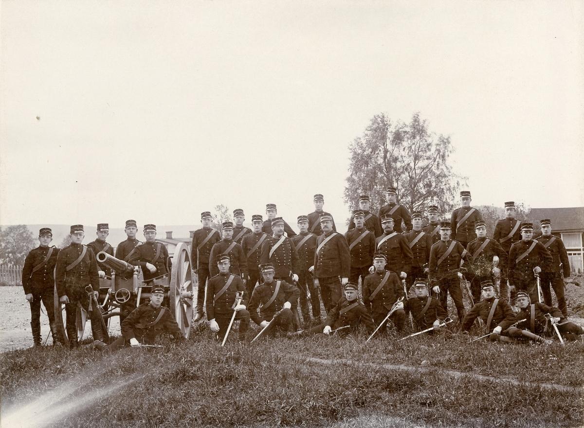 Grupporträtt av 2: a batteriets rekrytskola 1893-1894.