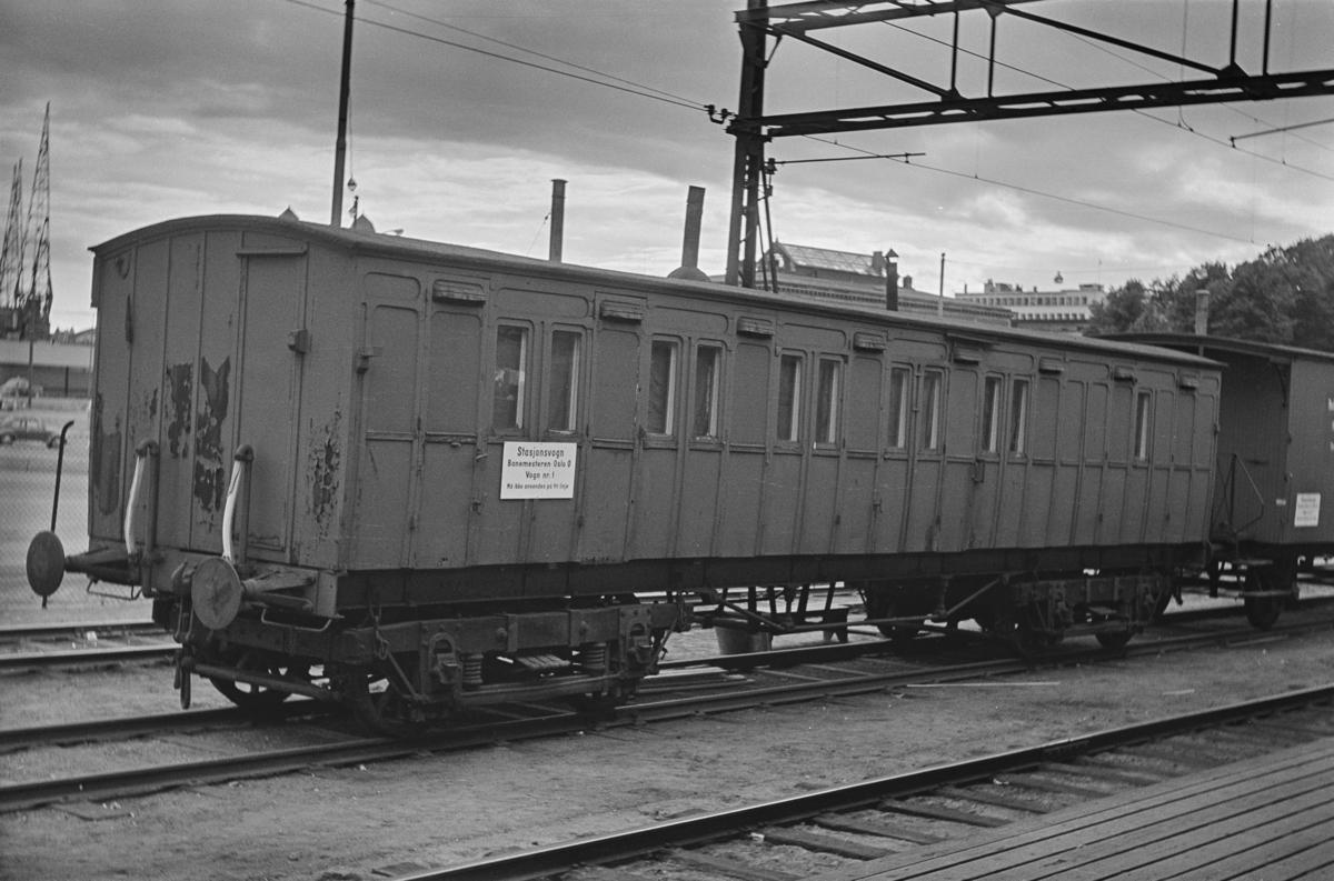 Gammel personvogn som losjivogn på Oslo Østbanestasjon, vogn type Co nr. 300