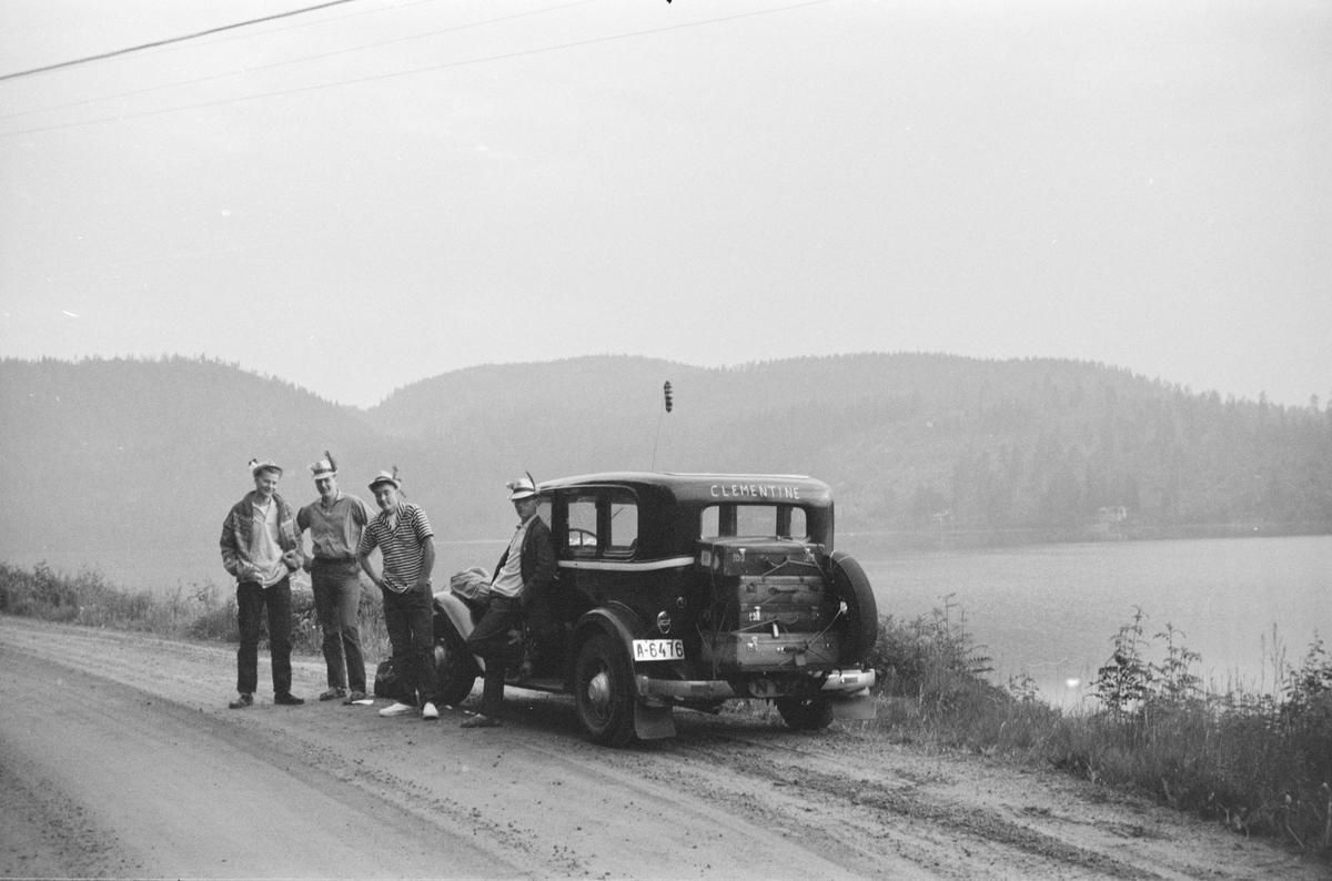 Sommerferie på Sørlandet med Clementine.  Olaf Olsen, Stein Gulliksen, Tor Pedersen, og Jan Erik Hagen.