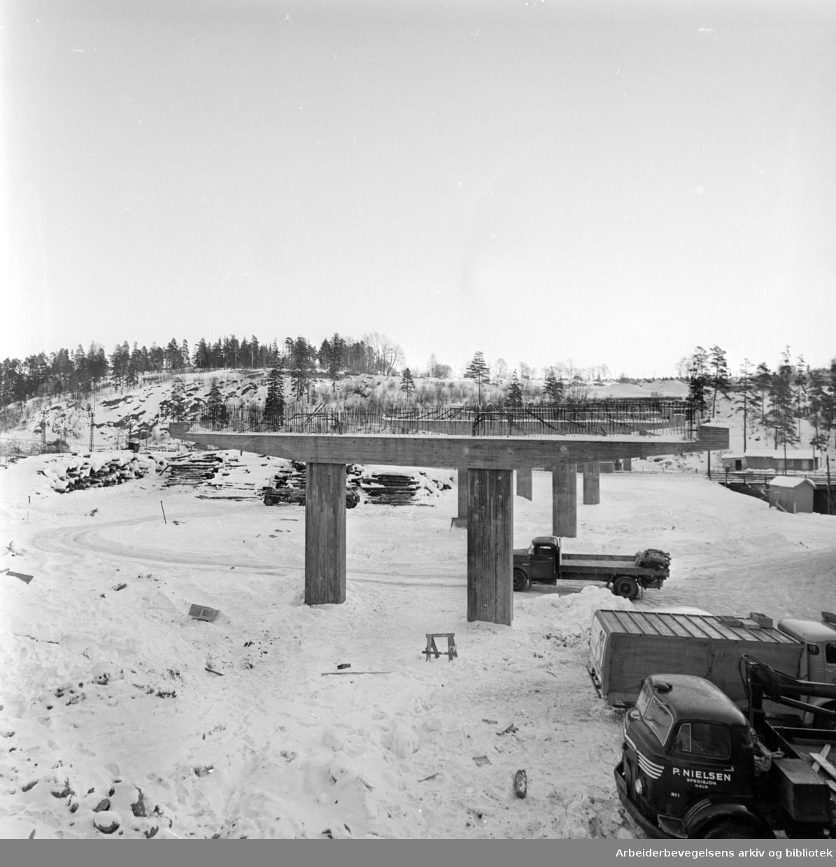 Tveita bru. Arbeidet med konstruksjonene. Januar 1963