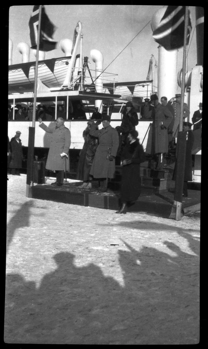 Kronprinsparet Olav og Märtha på Finnmarksbesøk i Vardø i 1934.