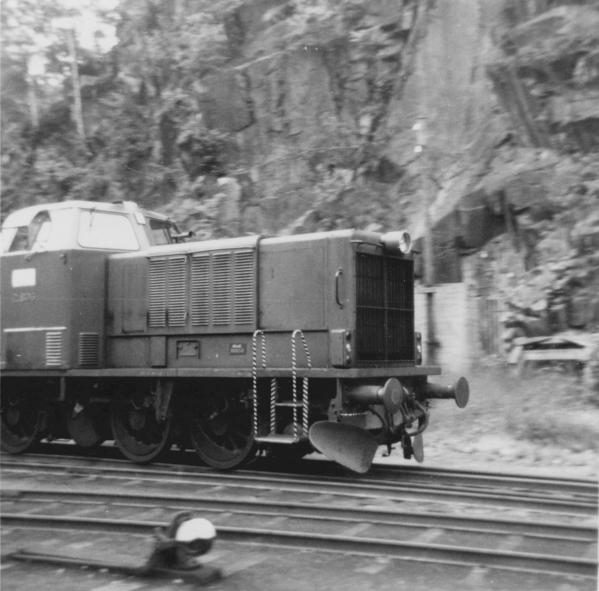Diesellokomotiv Di 2 806 på Arendal stasjon.