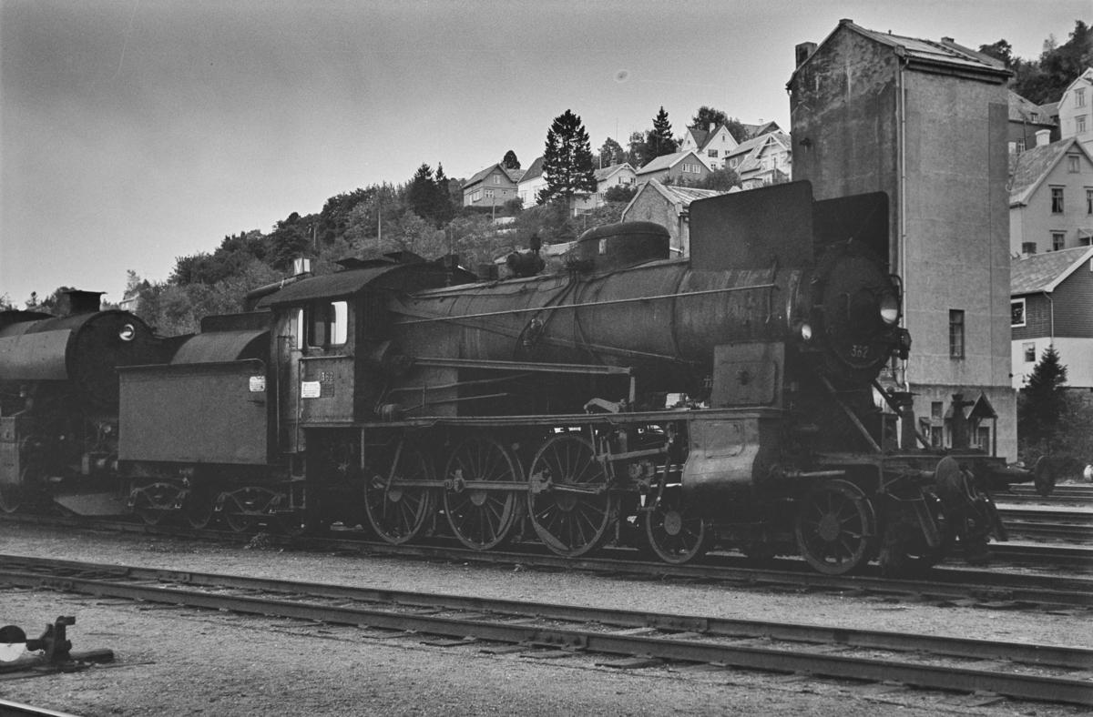 Hensatt damplokomotiv type 30b nr. 362 på Marienborg ved Trondheim.