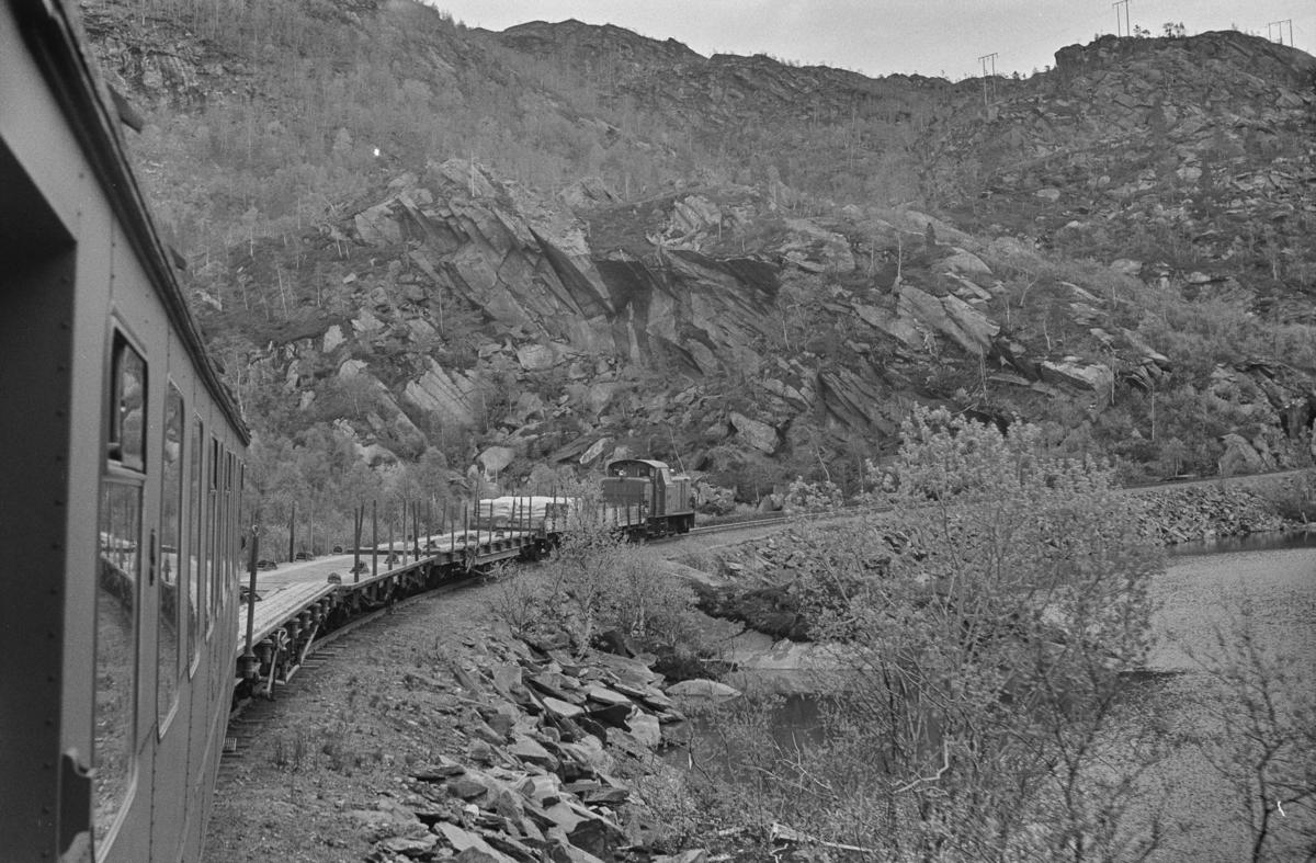 Underveis med persontog fra Finneid til Lomi på Sulitjelmabanen.