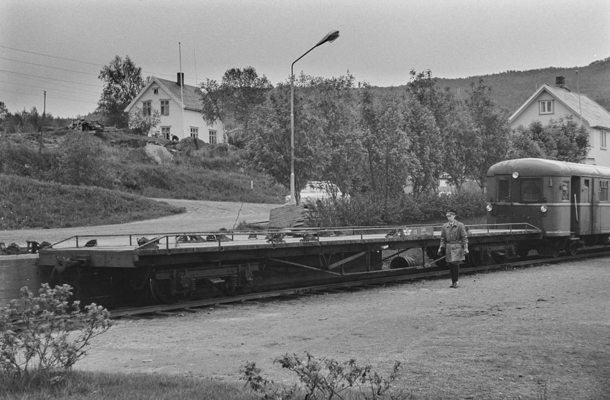 Sulitjelmabanen godsvogn To 13 for biltransport.