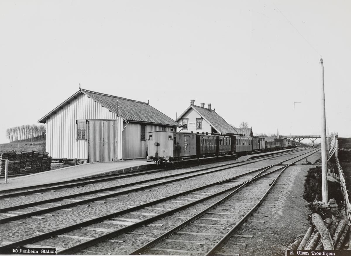 Blandet tog på Ranheim stasjon.