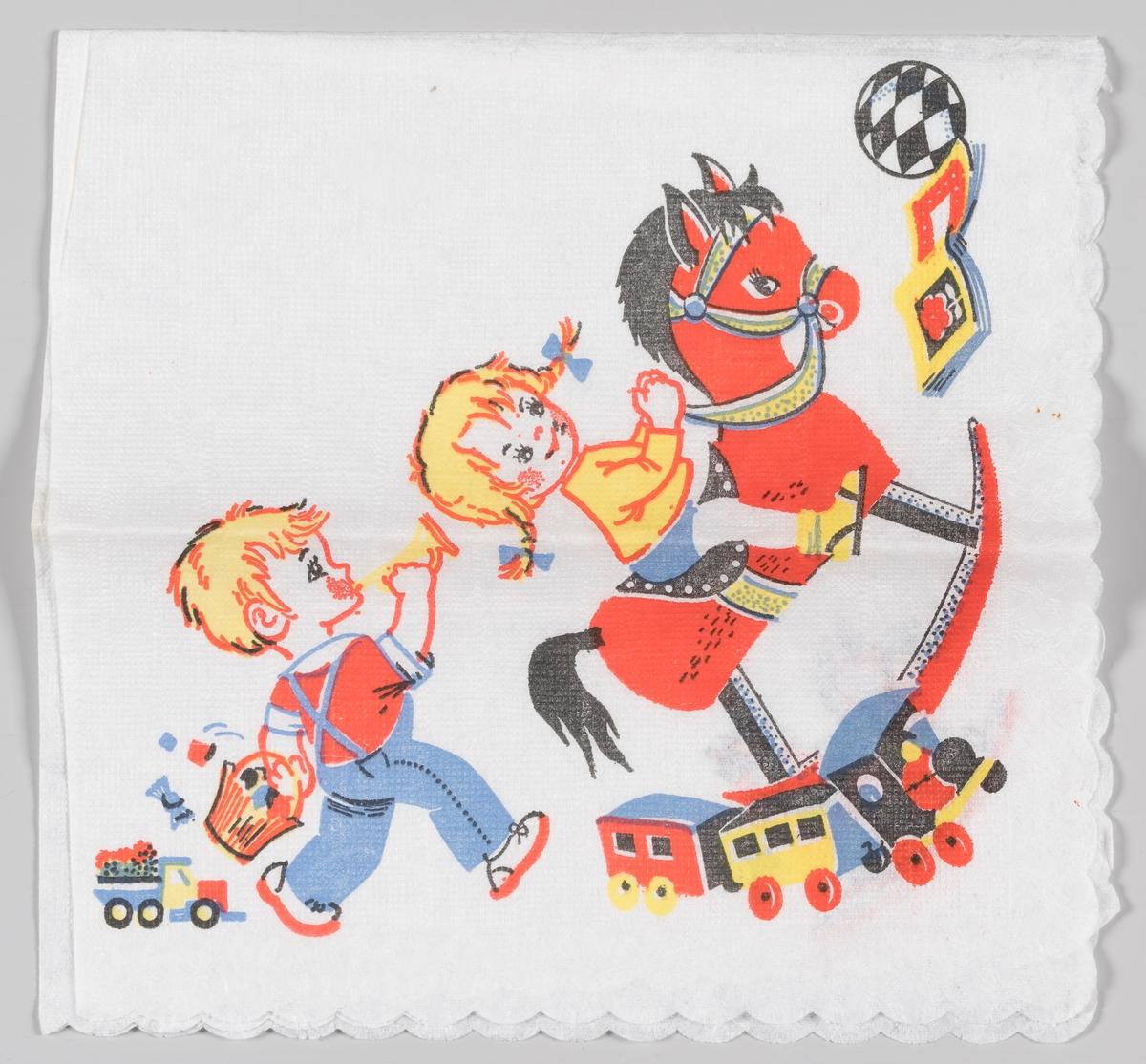 En jente på en gyngehest og en gutt som blåser i trompet og går med en kurv med godteri. Barna er omgitt av leker på gulvet.