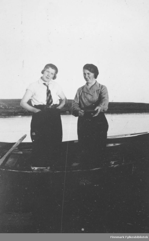 Ragna og Lilly Borch Kiberg. Familiealbum tilhørende familien Klemetsen. Utlånt av Trygve Klemetsen. Periode: 1930-1960.