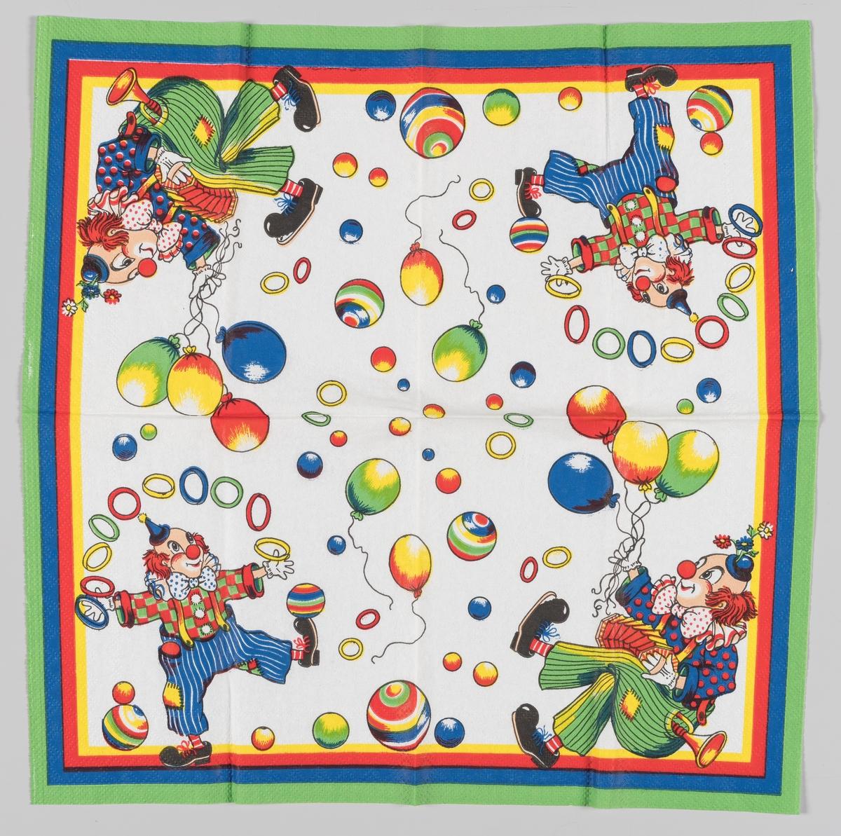 Fire klover som holder ballonger og sjonglerer med ringer omgitt av baller i mange farger
