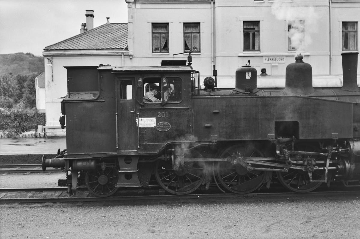 Damplokomotiv type 20b nr. 201 på Flekkefjord stasjon.