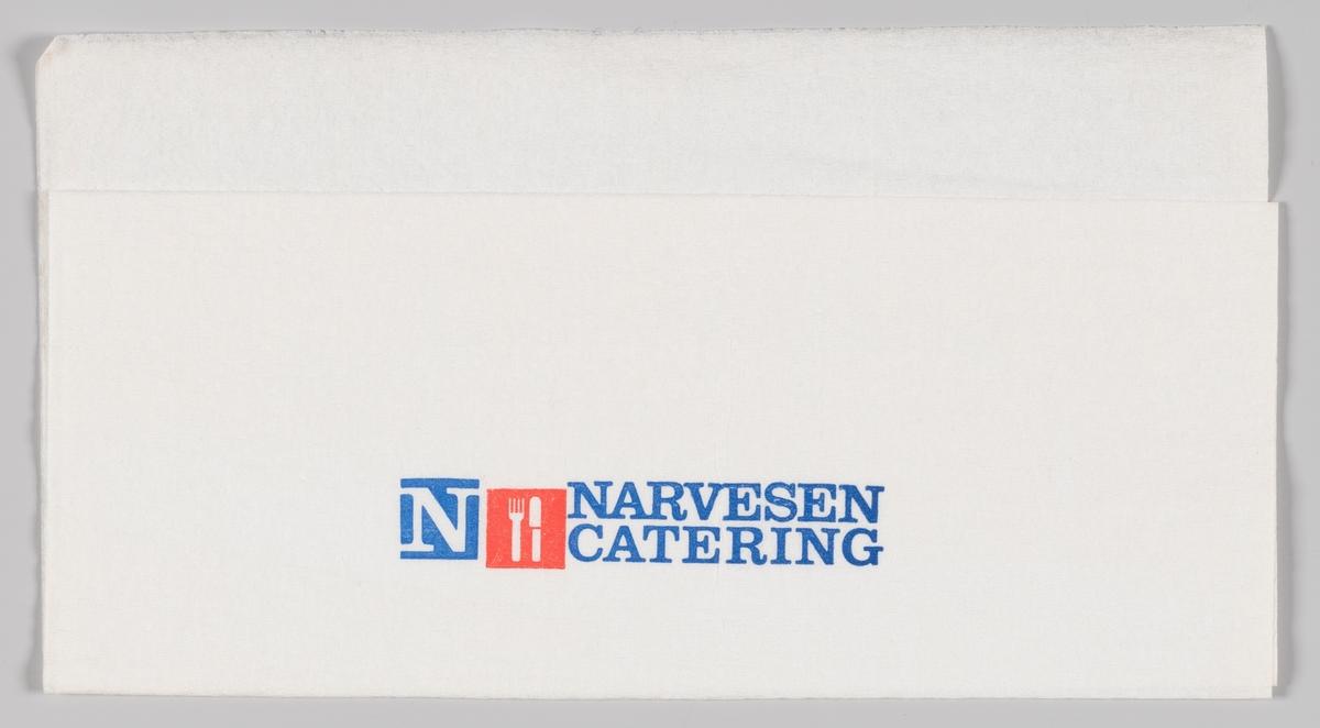 En firkant med et N og en firkant med en kniv og gaffel og reklametekst for Narvesen Catering.  Samme motiv og reklame på MIA.00007-004-0165; MIA.00007-004-0166; MIA.00007-004-0167.  Samme tekst og motiv på MIA.00007-004-0165; MIA.00007-004-0166; MIA.00007-004-0168. Samme motiv og reklametekst på MIA.00007-004-0165; MIA.00007-004-0167; MIA.00007-004-0168. Samme motiv og reklametekst på MIA.00007-004-0166; MIA.00007-004-0167; MIA.00007-004-0168.  Samme reklametekst på MIA.00007-004-0163.
