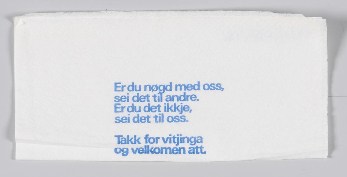 En kobberkaffekjele og en reklametekst for Indremisjonskafeen på Voss.   Indremisjonskafeen på Voss ble startet i 1919 og stengte i 2008.