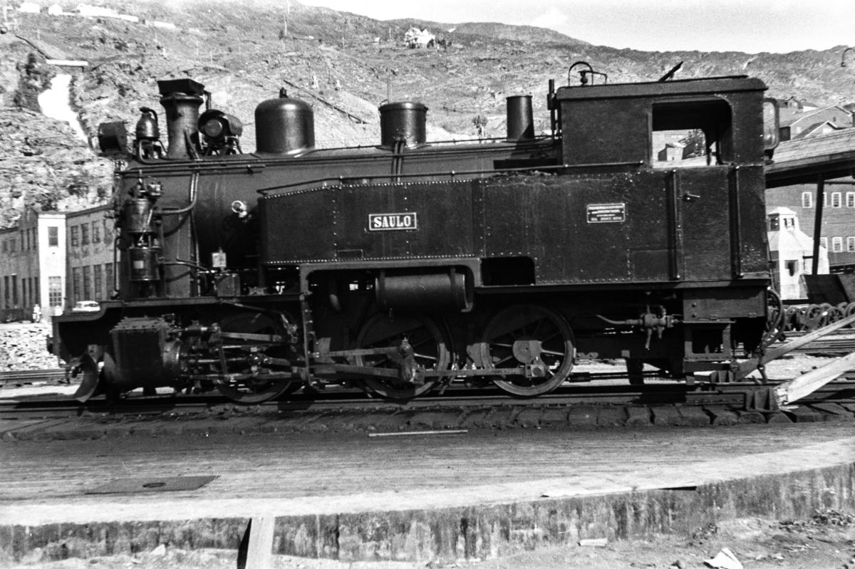 Sulitjelmabanens damplokomotiv SAULO på svingskiven i Lomi.