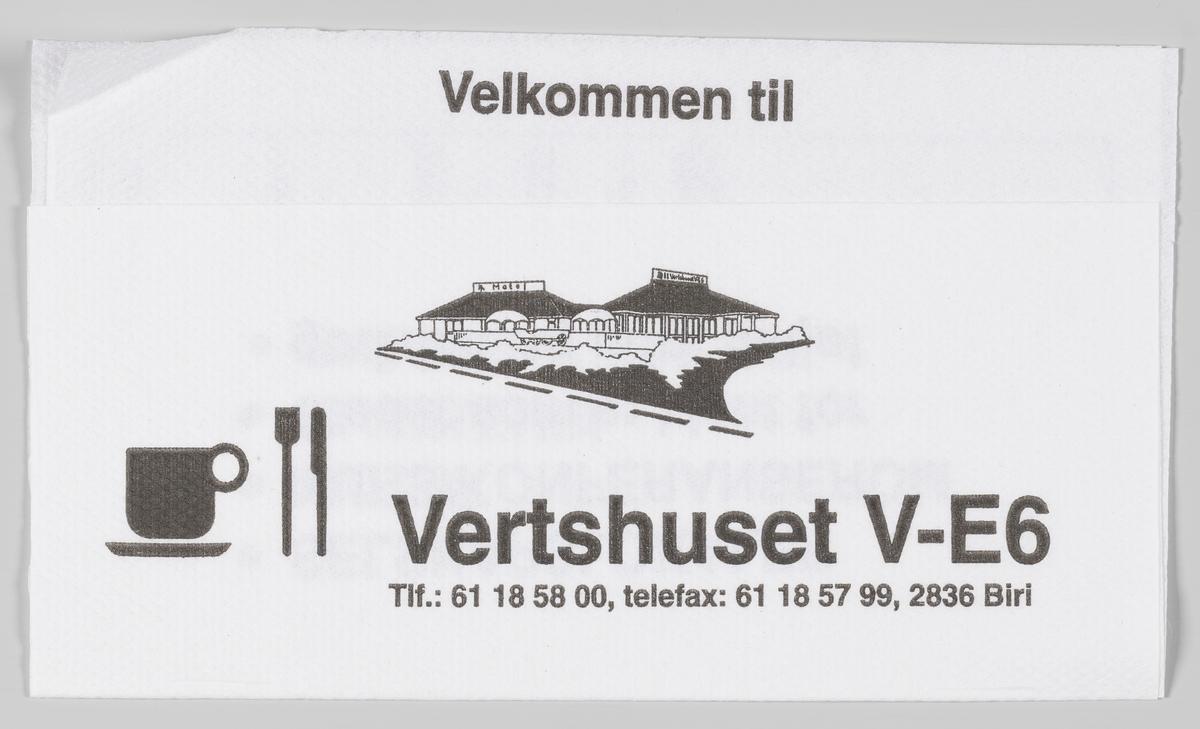 En tegning av bygningene, en kopp, kniv og gaffel og et veikart og en reklametekst for Vertshuset V-E6 på Biri.  Samme reklametekst på MIA.00007-004-0324.   Vertshuset V-E6 ligger helt inntil E6, og består av kafeteria og motell med 17 rom, samt møte- og selskapslokaler