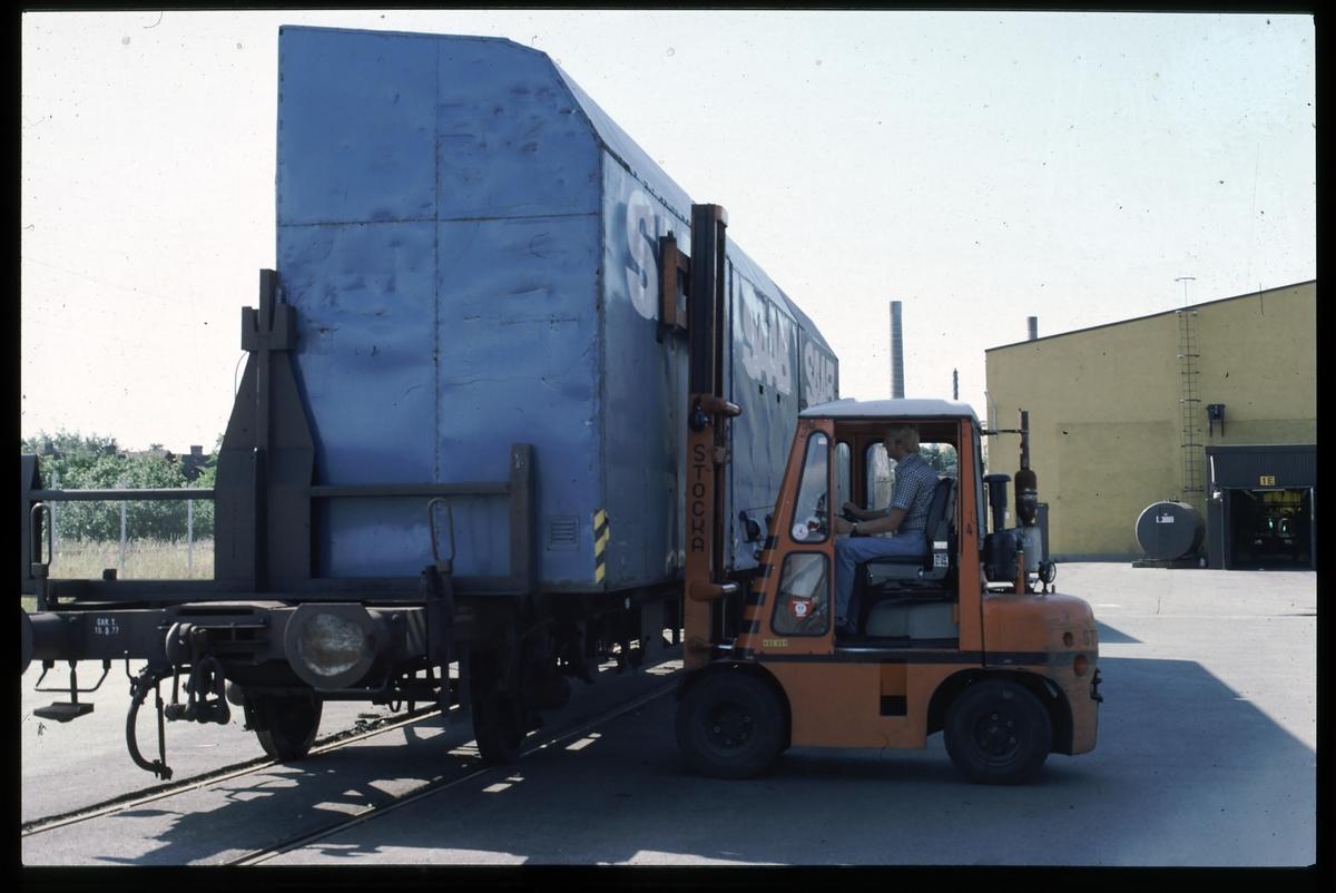 Lossning av SAAB specialcontainer.