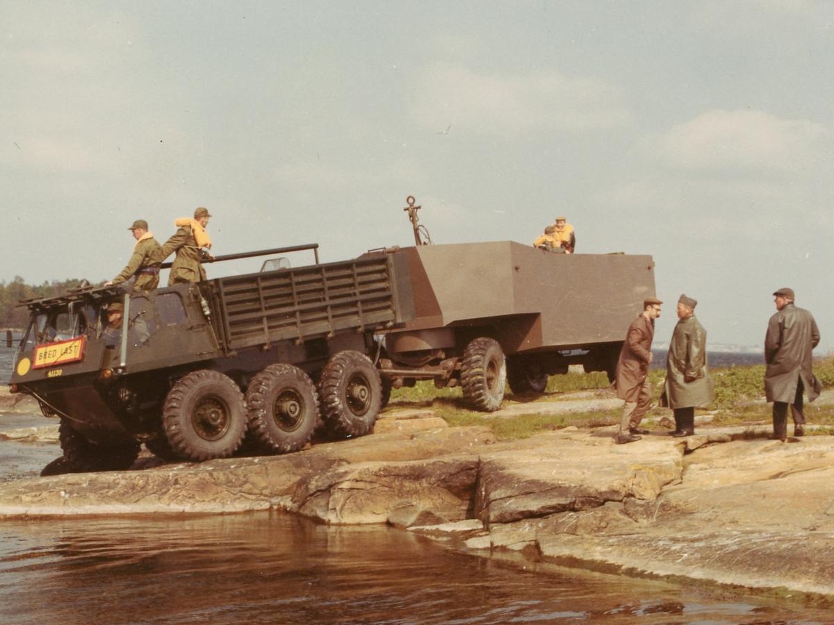 Amfibiebil 101 med flytsläpvagn 803