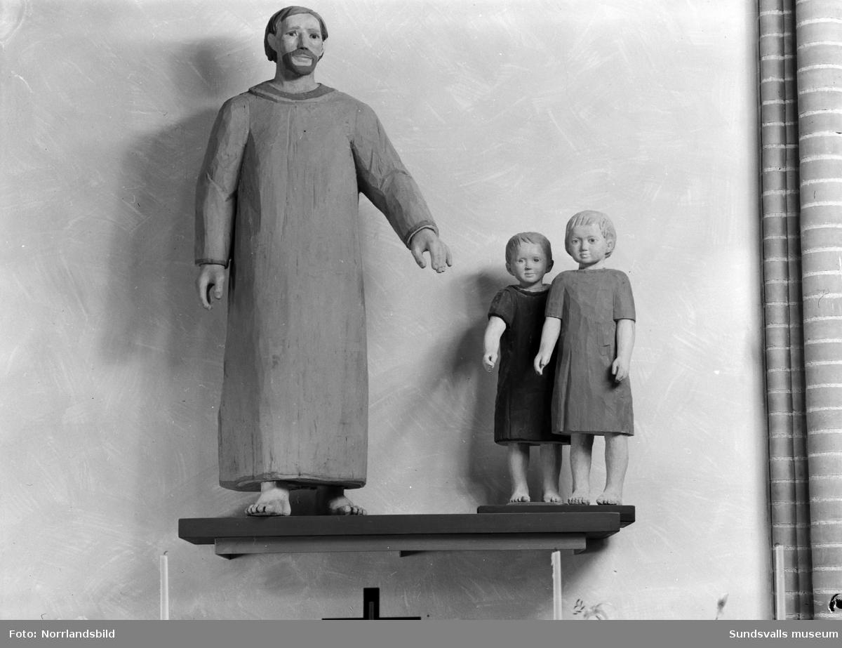 Skulpturer i GA-kyrkan.
