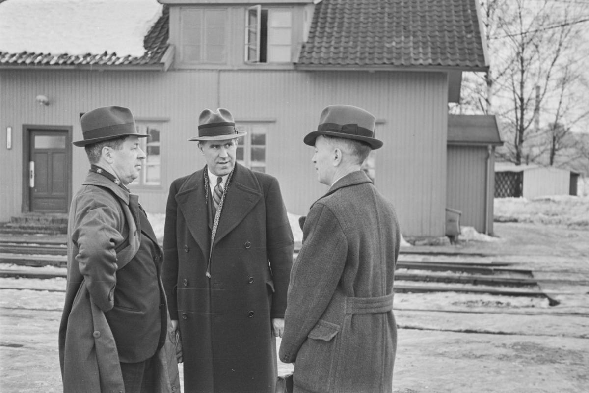 Adolf Bech, ingeniør Ericsson og ingeniør Sv. Nilsen på Strømmen Verksted.