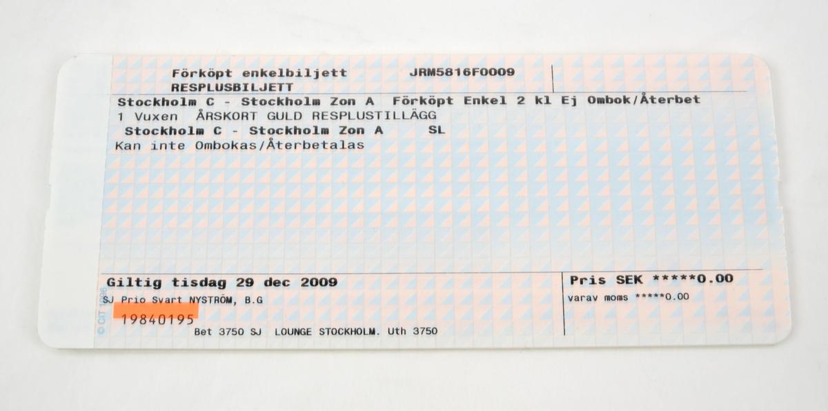 Häfte med tio pappersbiljetter med ljusblått och rosa bakgrundstryck i form av trianglar med varierande färgstyrka. På framsidan finns text i svart tryck med ressträcka, giltighetsdatum, pris, biljettnummer. Biljetterna är identiska, det enda som skiljer är giltighetsdatumet.  Baksidan är vit och har förtryckt information i blått om resebestämmelser och giltighet och så vidare på svenska och engelska.