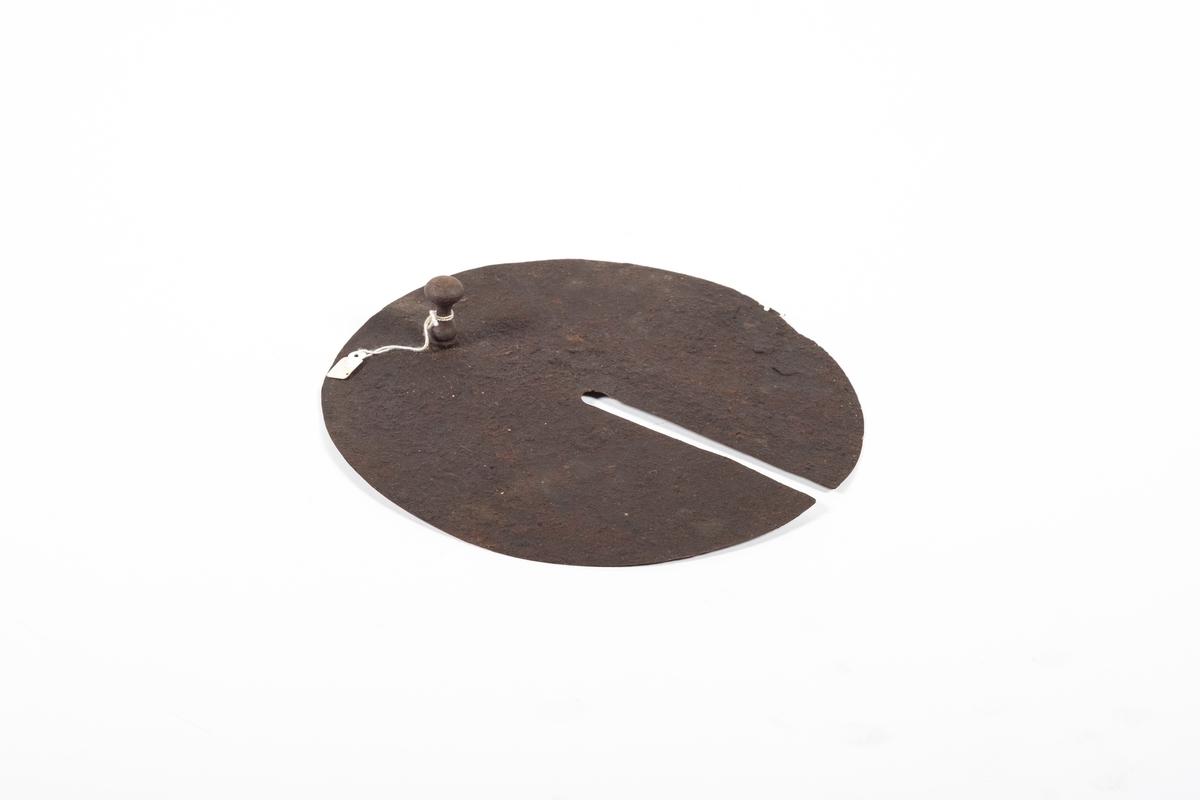 Lokk med håndtak og spor til sveinen på røregaffelen.