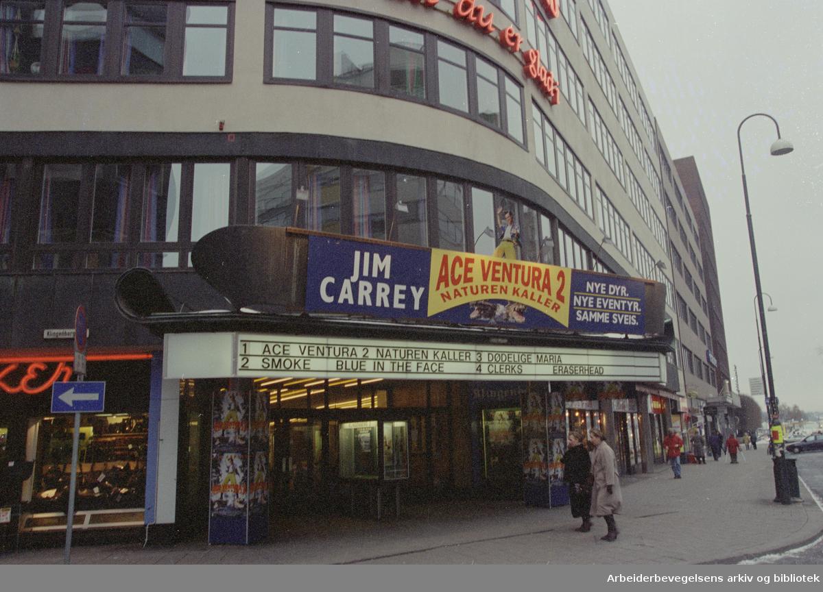 Oslo: Klingenberg / Klingenberggata. Klingenberg kino. Januar 1996