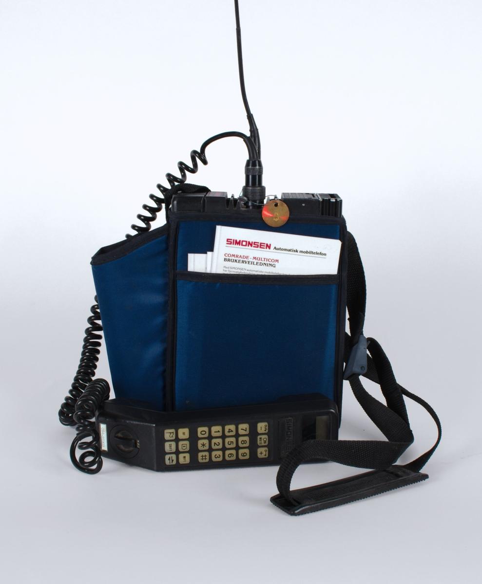 Bærbar telefon i blå bæreveske.