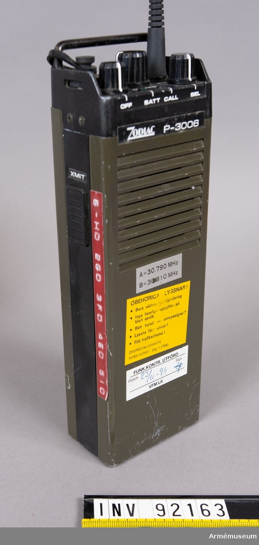 """2 st Ra 175. Ursprungligen en civil """"PR-radio"""" omtrimmad till 30 MHz. Lätt, bärbar och batteridriven station. Har använts inom hemvärnet och armén som skjutfältsradio där den särskilt uppskattades på grund av sin användarvänlighet och lätthet. Införd och använd under 1980-talet. Apparaten ska då vara godkänd men användaren behöver inget tillstånd. Ej krypterad och kan störas och avlyssnas. Ultrakortvågsradio som ersatte och kompletterade den tyngre och otympligare Ra 122."""