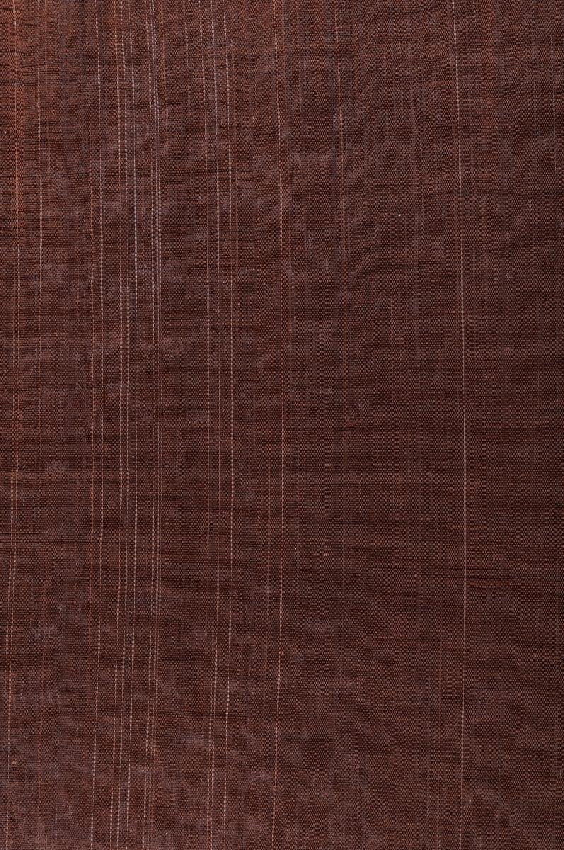 Möbeltyg, 45 x 47 cm. Tageltyg. Varp av 2-tr. bomullsgarn med 2 trådar i solv, brunt. Väft av svart tagel, packat samman till ripsartad yta. Något ljusare tagel insprängt. Jönköping?  Katalogiserad av Karin Nordenfelt, Elisabet Stavenow, Marie-Louise Wulfcrona-Dagel.