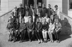 Hamar Katedralskole KL. 3EB 1967-1968. Gruppe elever og lære