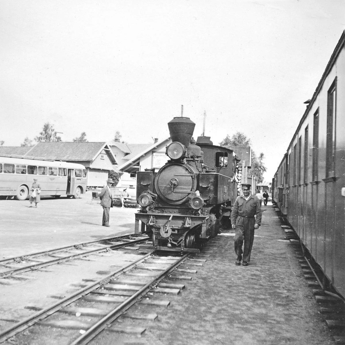 Skifting med damplokomotiv XXIXb nr. 7 PRYDZ på Bjørkelangen stasjon