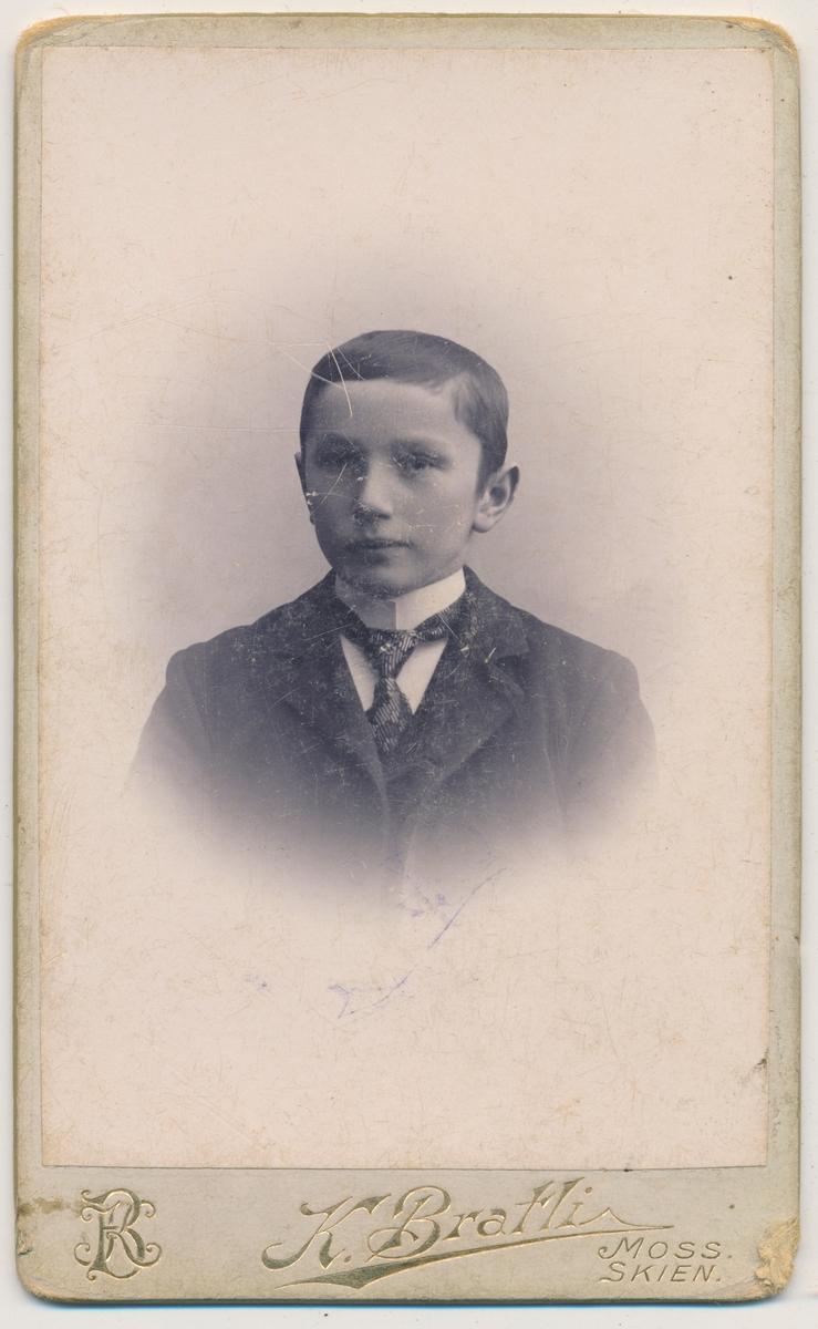 Portrett ung gutt, ukjent
