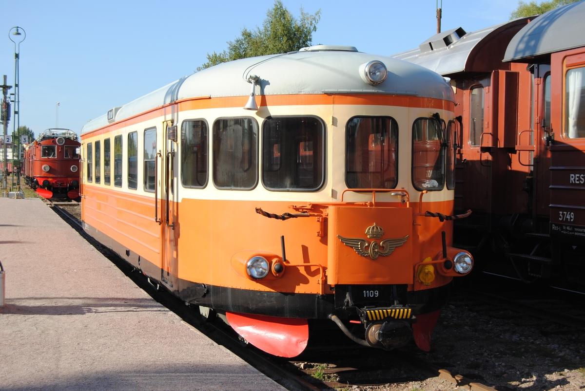 Motorvagn för oelektrifierade linjer, SJ Y6 1109. Tidigare littera SJ YBo6 nr 1109. I lätt renoverat 1970-tals utförande.