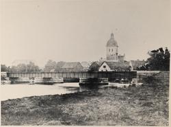 Örebro Nikolaikyrkan före 1870 från veståparken.