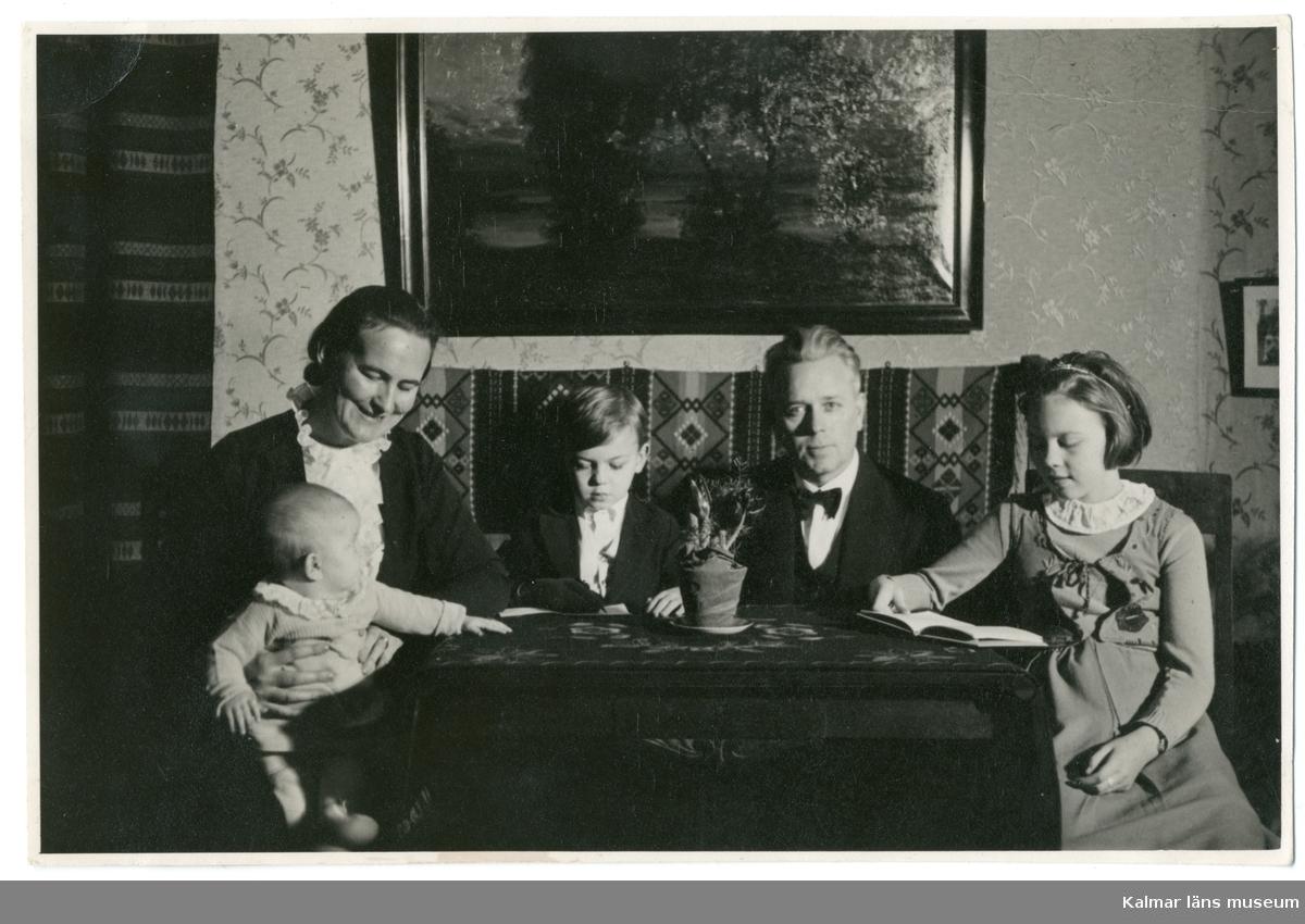 Grupporträtt föreställande Ellen Sivgård, Håkan Sivgård, Gustaf Sivgård, Maj Sivgård och Ellen Gothefors.